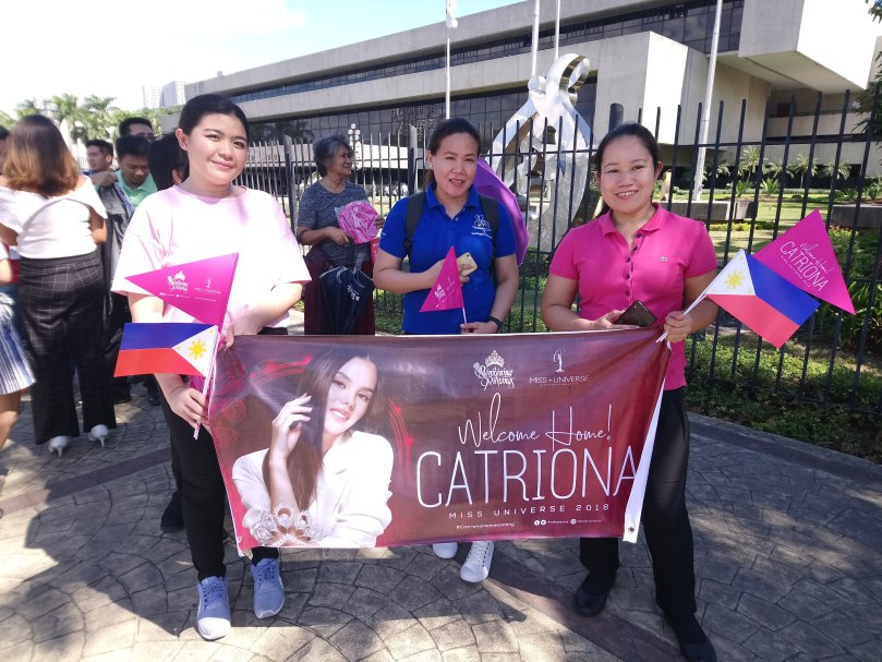 miss-universe-homecoming-fans