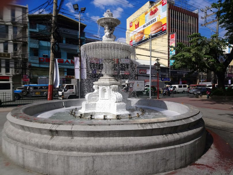 plaza-binondo-fountain