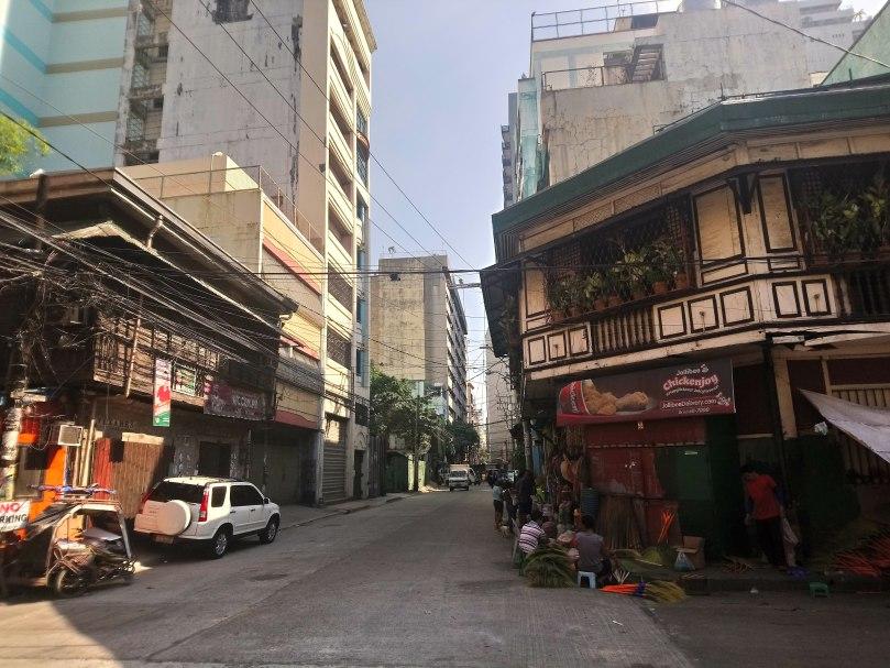 lavezares-street-ancestral-houses